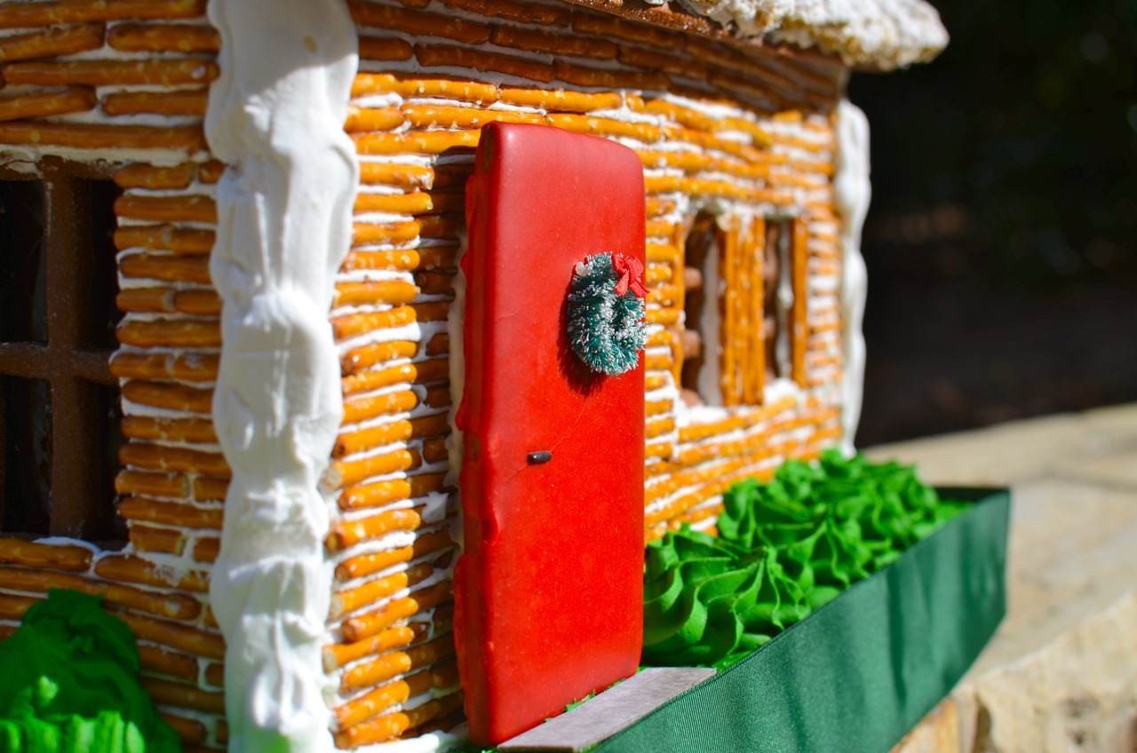 How to build a Christmas Ginger Bread Log Cabin House recipe |
