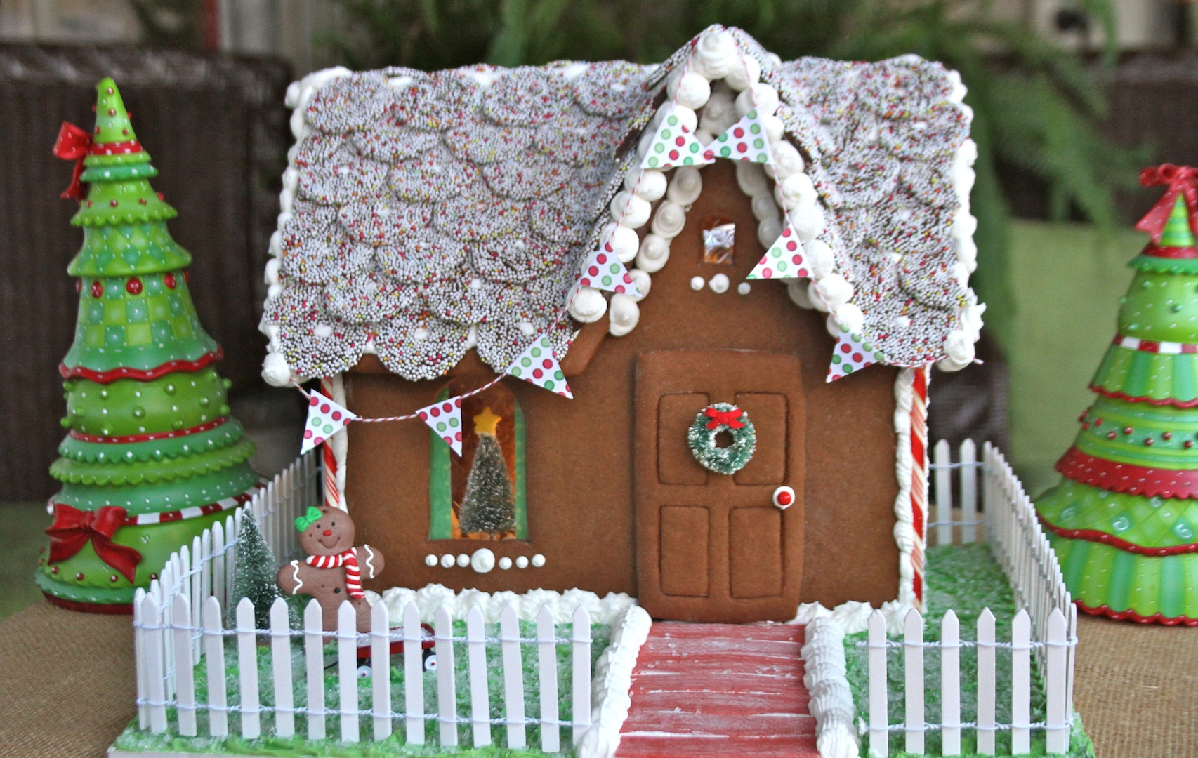 How to make build a gingerbread house with photos recipe for Christmas house music